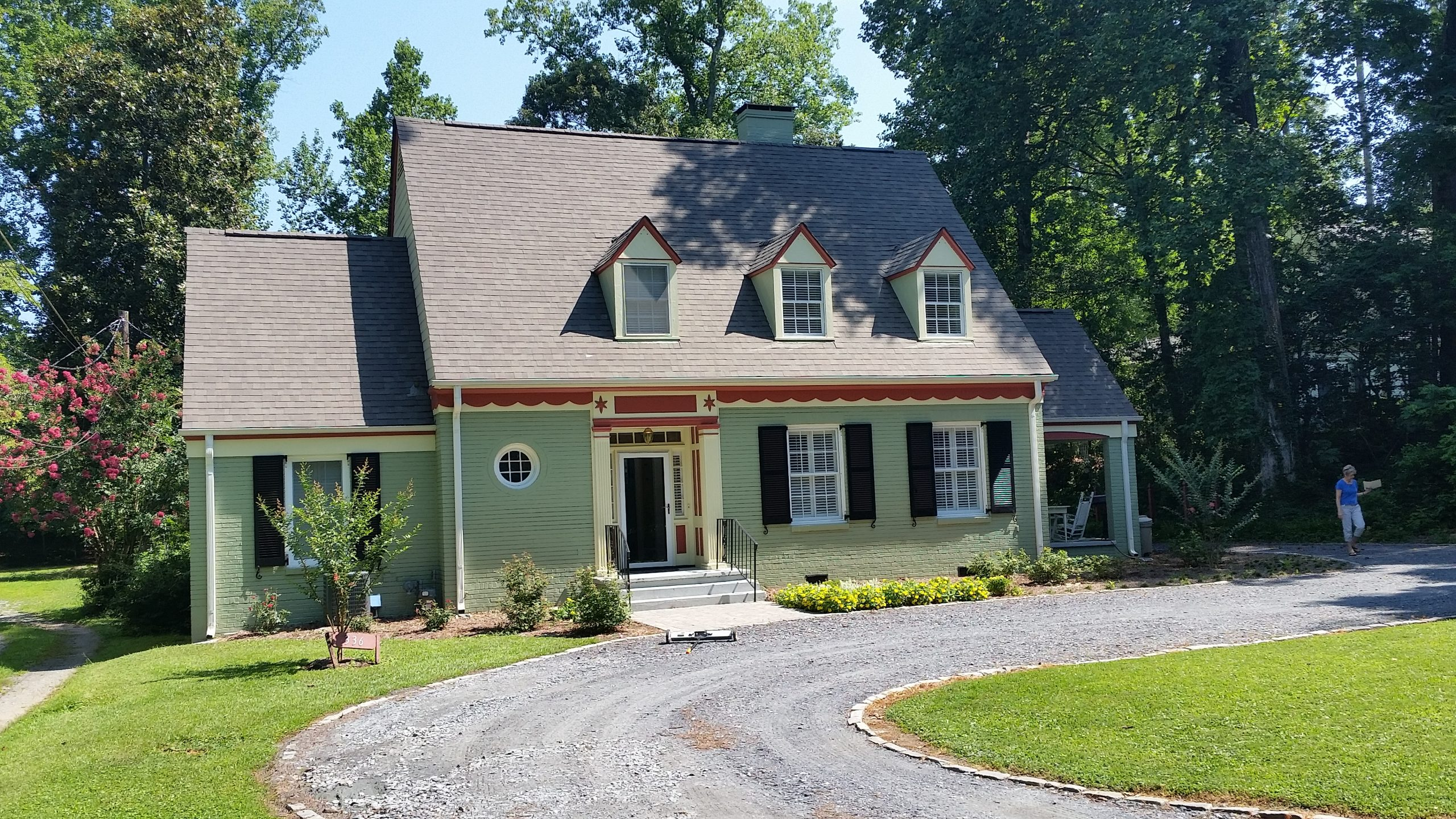 Green siding installation on country style Roswell home